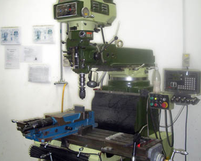 Conventional Milling Machine : Machines ics engineering servicing pte ltd